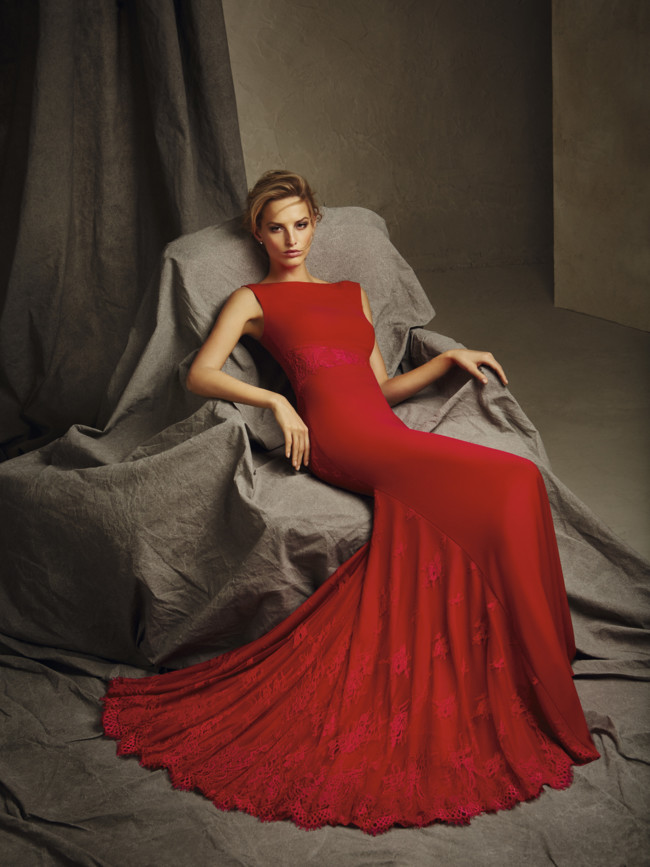 9d988078 Pronoviasfiesta Modelo Cira. Se acerca la temporada de bodas y Pronovias ya  nos muestra su colección de vestidos de fiesta de 2017 para ser la invitada  ...
