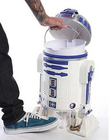 Un cubo de basura dentro de R2-D2
