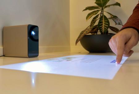 Xperia Touch nos acerca a 'Minority Report': cualquier superficie plana será una pantalla