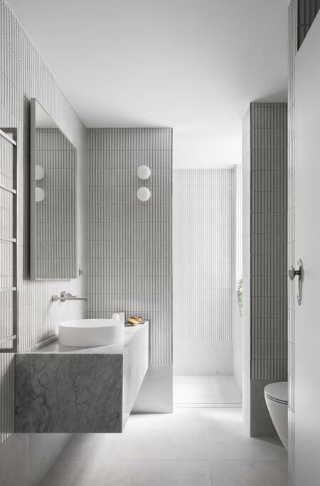 Tendencia en el cuarto de baño: baños que apuestan por la neutralidad y la elegancia natural del gris