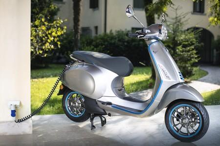 La Vespa Elettrica ahora alcanza los 70 km/h y 100 km de autonomía gracias a una nueva motorización eléctrica