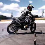 El Ken Block de las motos se marca una sesión de derrapes con su KTM 790 Duke y con un BMW E36