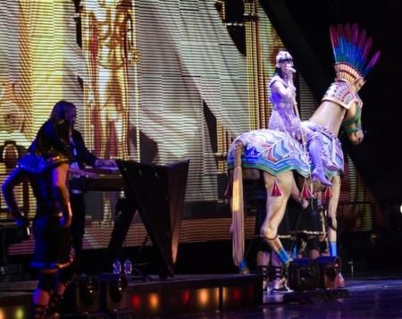 Katy Perry de concierto en Barcelona, y nos deja con 9 looks en su puesta en escena