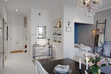 Siete tendencias en poco espacio: un mini piso que parece una chistera decorativa