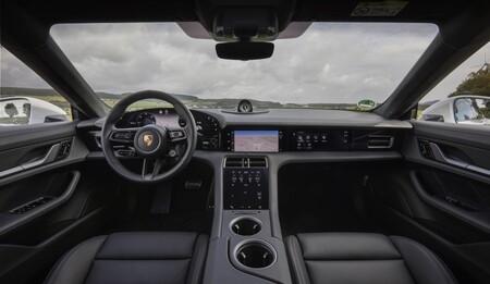 Porsche Taycan pantallas interior