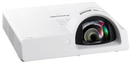 Panasonic PT-ST10, un proyector compacto destinado a las escuelas