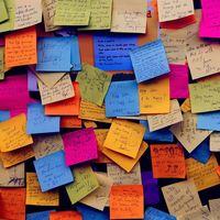 Microsoft sigue expandiendo su aplicación Sticky Notes y ahora es accesible vía web desde cualquier dispositivo