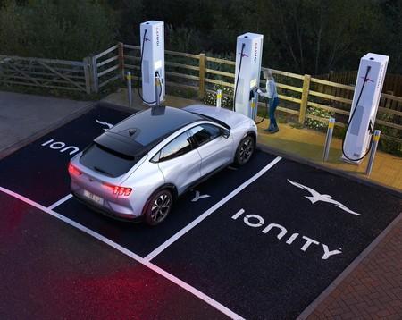 Ford no ve ventaja a fabricar sus propias baterías para coches eléctricos, así que seguirá confiando en proveedores externos