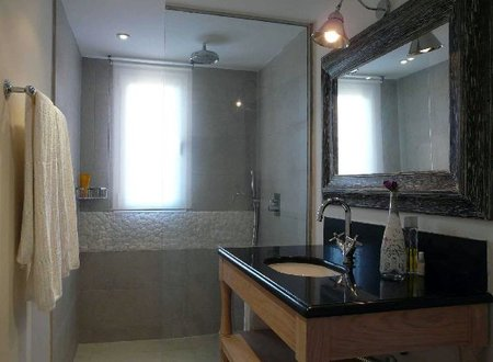 Un baño decorado por Bondian Design