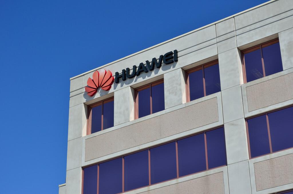 Por orden de Trump, Estados Unidos revoca licencias a Intel y otras compañías para trabajar con Huawei, según Reuters