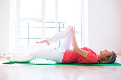 Una rutina de entrenamiento en casa para mejorar tu descanso y tu sueño