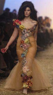 Crystal Renn modela para Mango