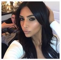 Kim Kardashian se ríe de lo lindo de sí misma en su anuncio para la Superbowl