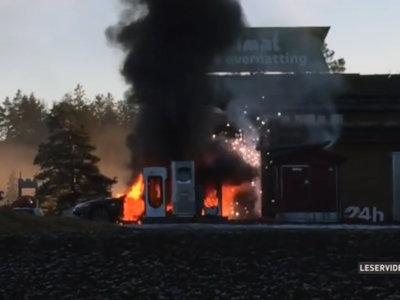 Un cortocircuito, la causa de este incendio de un Tesla Model S en Noruega