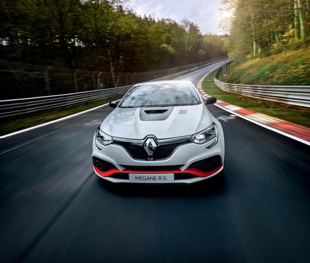 New Megane R S Trophy R Fastest Ever Front Wheel Drive Production Car At The Nurburgring Embargo 14h00 210519 2