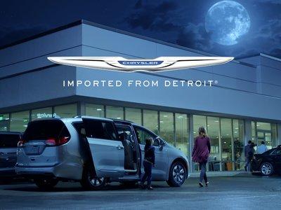 Chrysler Pacifica Hybrid pone a volar a los cerdos en su nuevo comercial