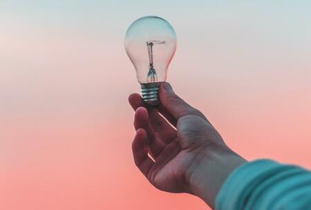 Como ahorrar dinero en la factura de la luz con estos trucos para tu iPhone y sus accesorios