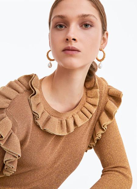 Doña Letizia agota en pocas horas un jersey de Uterqüe pero puedes encontrar estos 11 modelos igual de ideales
