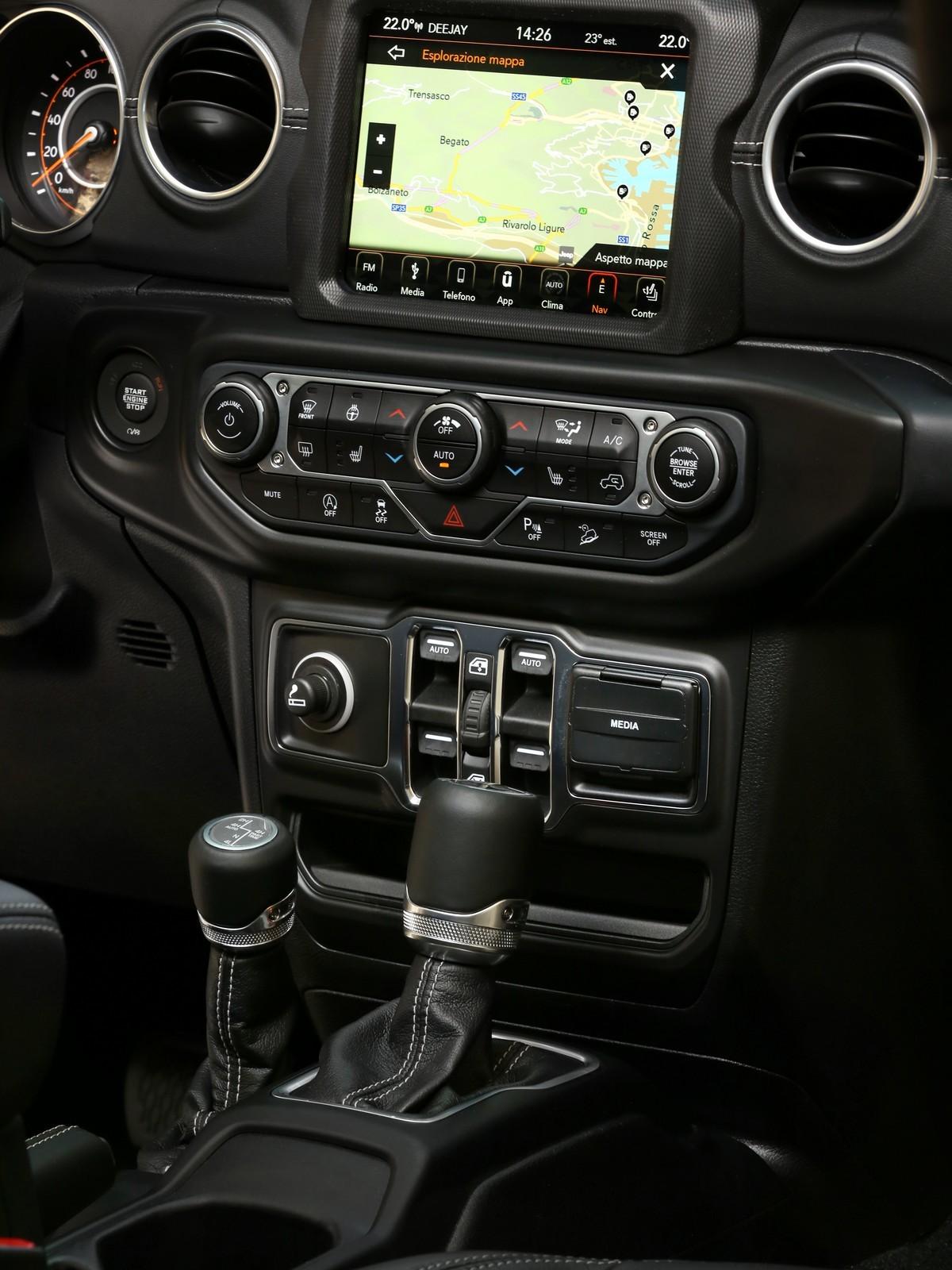 Foto de Jeep Wrangler interiores y detalles (10/16)