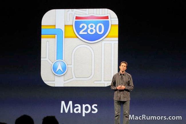Scott Forstall con el nuevo logo de Maps