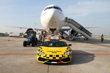 Lamborghini Huracán, el coche al que intentan seguir los aviones en el Aeropuerto de Bolonia