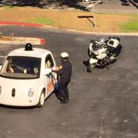 La policía para al coche autónomo de Google... por ir demasiado despacio
