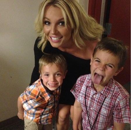 No se puede ser más fan de 'Los Pitufos' que Britney Spears y sus churumbeles