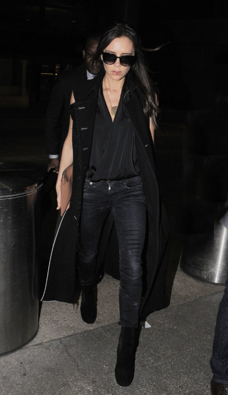 Victoria Beckham calle Negro