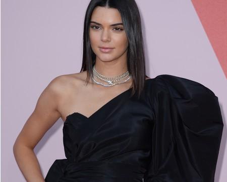 Kendall Jenner nos enseña cómo llevar un croptop con más vuelo y cola que un vestido de boda