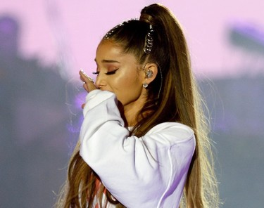 Ariana Grande se tatúa el símbolo que está uniendo a las víctimas del Manchester Arena