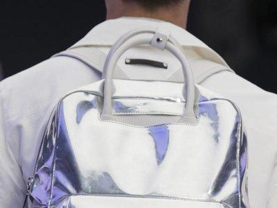 ¿Cómo cargar con todo? Con una mochila minimalista y funcional para este otoño