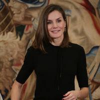 Doña Letizia y su acertado look de viernes perfecto 'para ir a la oficina'