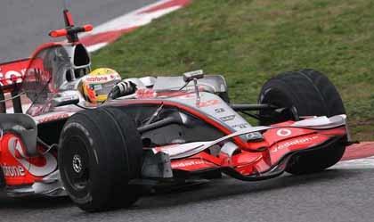 Los McLaren convencen y Renault preocupa
