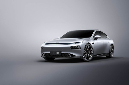 Xpeng P7,  el primer coche eléctrico chino que integra reconocimiento facial y AliExpress para comprar desde el coche