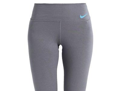 60% de descuento en estas  mallas de Nike Performance en gris y púrpura: ahora sólo 17,95 euros en Zalando con envío gratis