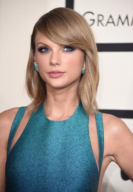 Taylor Swift volvió a vestirse de princesa, pero esta vez con su lado más sexy en los Grammy 2015