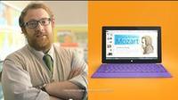 Dos nuevos anuncios de Surface muestran el producto en un profesor y un paramédico