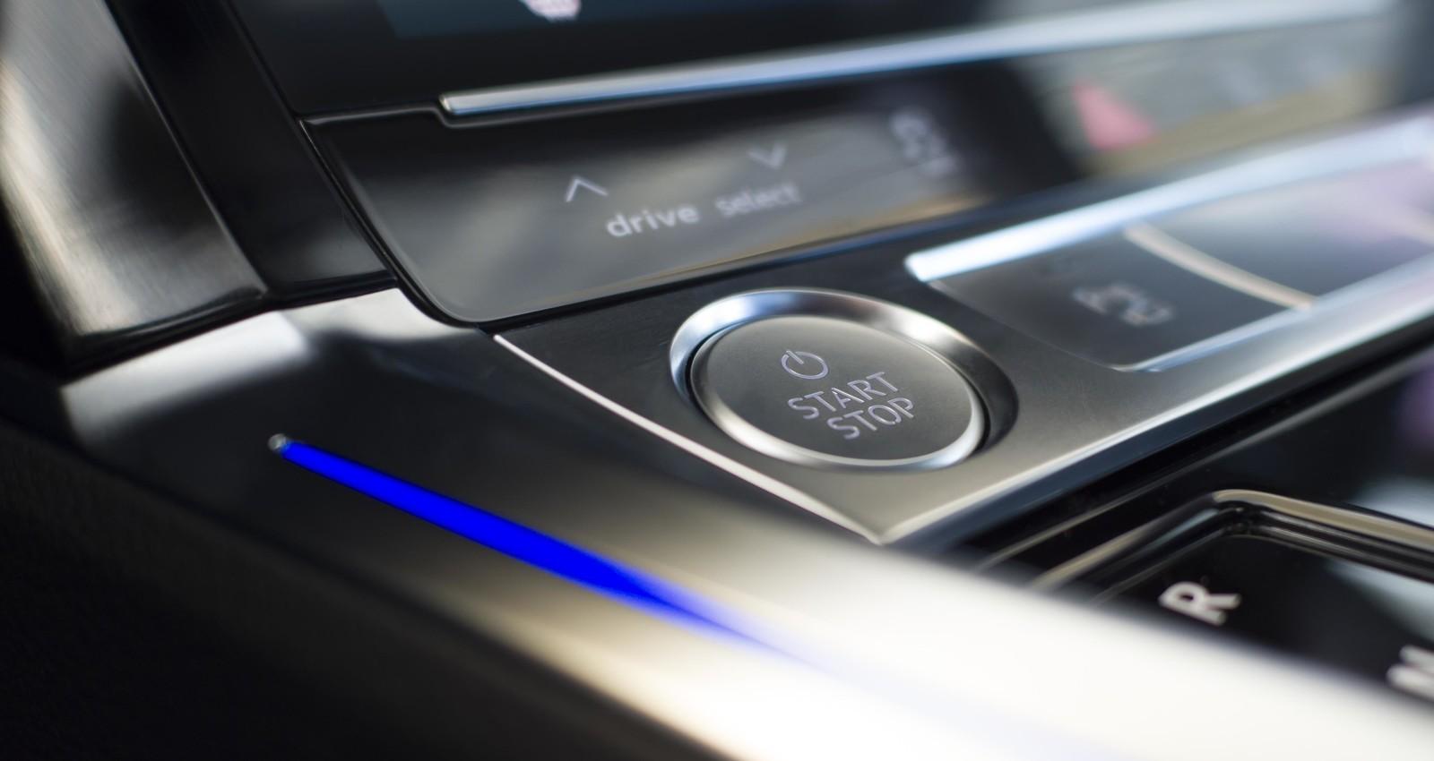 Foto de Audi e-tron (109/111)