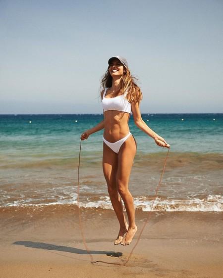 El yoga, el pilates y el entrenamiento funcional son las bases de la rutina fit de Ariadne Artiles para lucir un cuerpo tonificado