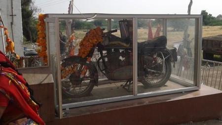 El misterioso caso de la moto accidentada