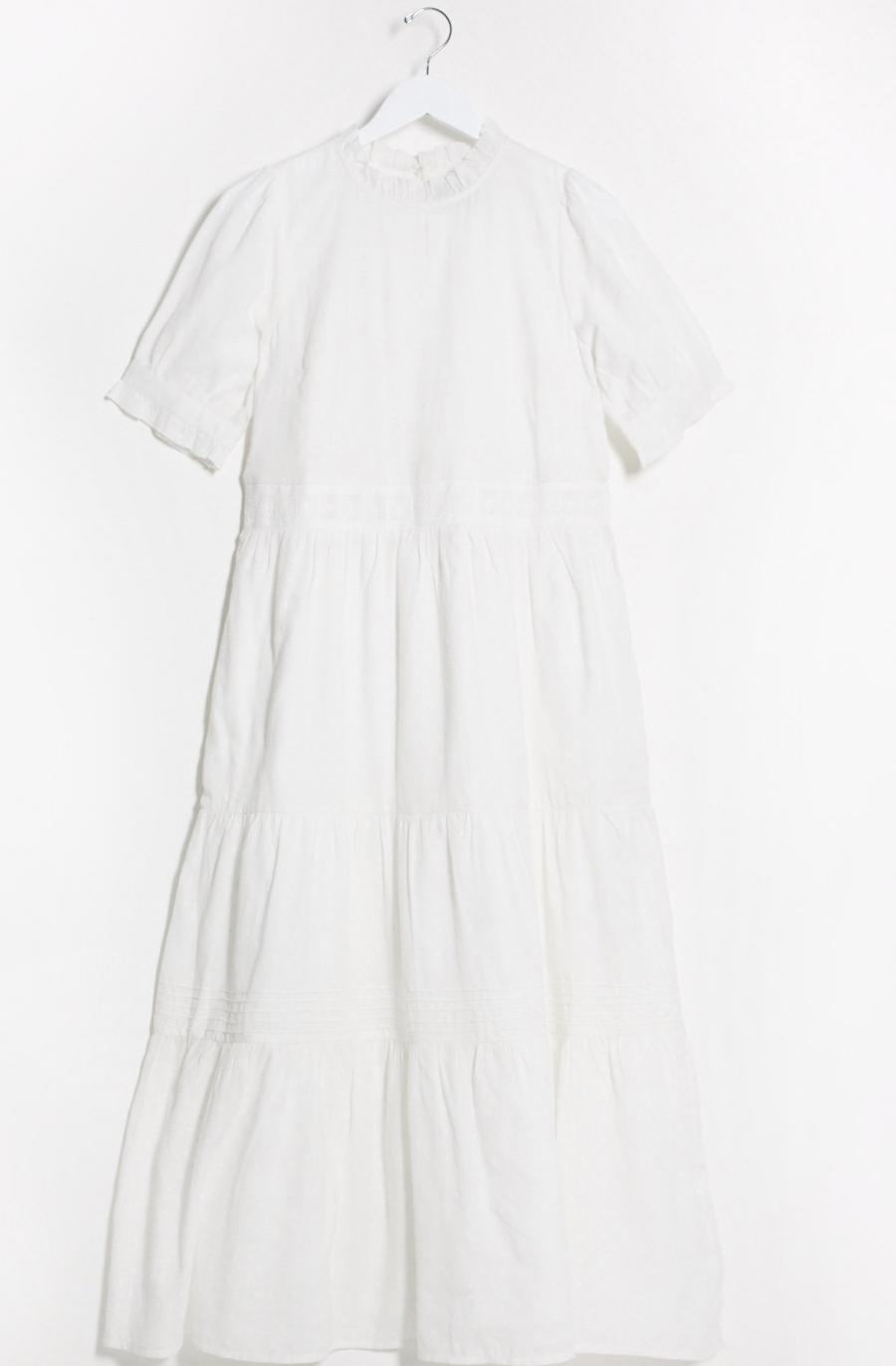 Vestido largo amplio y escalonado con plumeti, manga corta en algodón blanco con aplicaciones de encaje de ASOS DESIGN