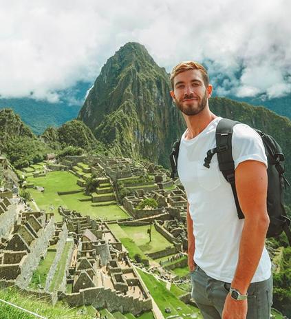 Teletrabajo, amor y viajes: 200 mil seguidores siguen la vida soñada de Enrique Alex