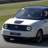 El pequeño coche eléctrico Honda e debuta silenciosamente en el Festival de Goodwood