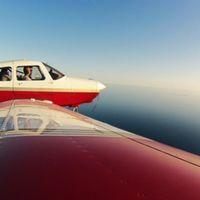 Vive la experiencia de pilotar una avioneta por las montañas de Montserrat al 50% de descuento con Atrápalo