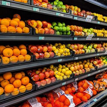 Cómo un supermercado puede ayudar a mejorar la dieta de sus clientes: basta con colocar la fruta y verdura en la entrada