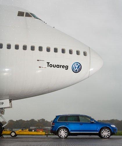 Volkswagen Touareg vs Boeing 747