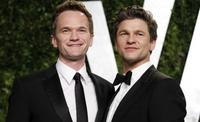 """Los freaks de 'American Horror Story' a Neil Patrick Harris: """"Te aceptamos, uno de los nuestros"""""""