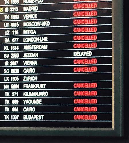 Cómo reclamar si tu vuelo es retrasado o cancelado por una huelga de controladores