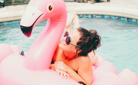 15 colchonetas hinchables divertidas que fichamos en El Corte Inglés para ser los más molones de la piscina este verano