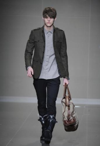 Burberry Prorsum, Otoño-Invierno 2010/2011 en la Semana de la Moda de Milán, cazadora negra
